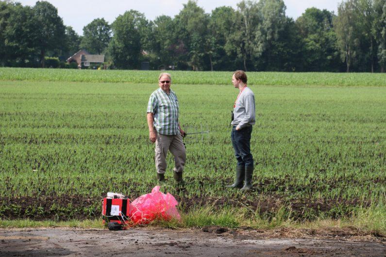 Wie aus dem Nichts, erschien ein Bekannter auf dem Feld, Hr. Hirsch, den wir letztes Jahr kennen gelernt haben!