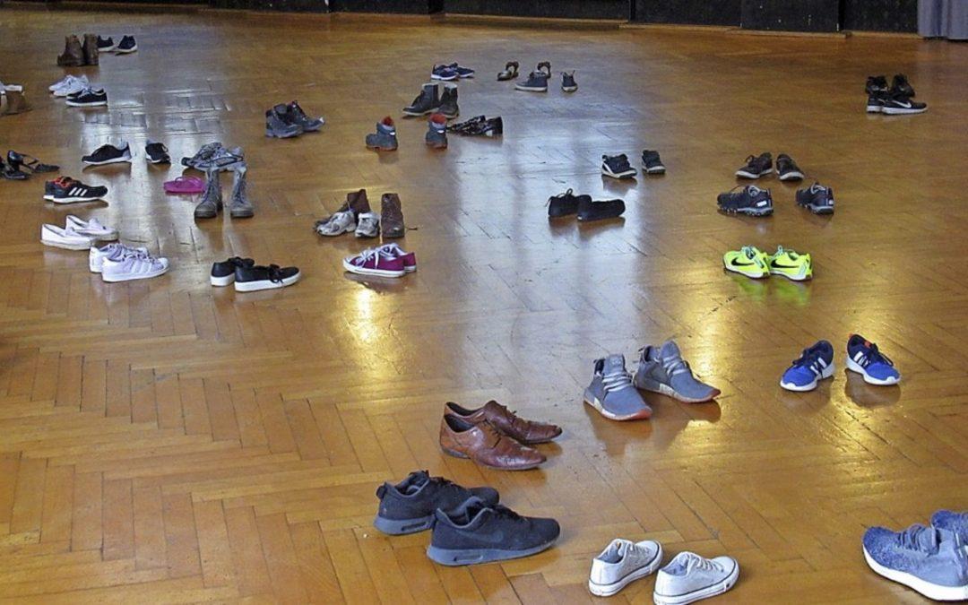 Der Schillersaal voller Schuhe